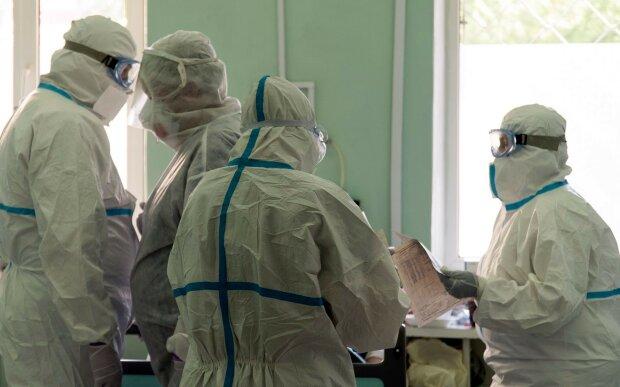 Боротися з пандемією коронавірусу в Києві стає нікому