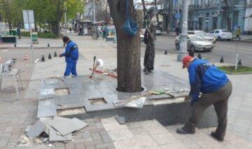 Вандали влаштували нові безчинства в центрі Одеси: не догодив пам'ятник актрисі