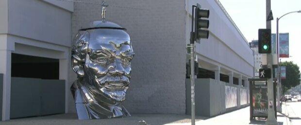 Дзеркальний Ленін підкорив жителів Лос-Анджелеса (відео)