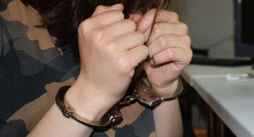 девушка наручники