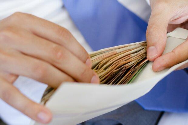 деньги, зарплата в конверте