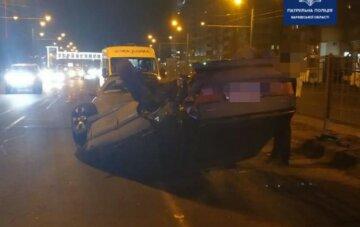 В Харькове авто протаранило легковушку и перевернулось на крышу: кадры аварии