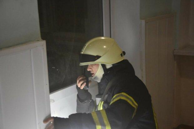 Пожежа спалахнула в пологовому будинку Одеси, терміново з'їхалися рятувальники: кадри і що відомо про постраждалих
