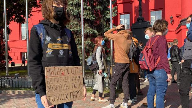 Студенти університету Шевченка обурилися через «Слугу народу»: «Ні зеленому КНУ»
