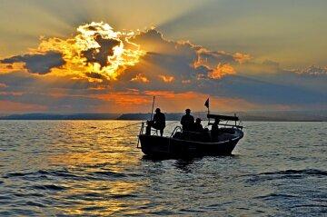 Рибалка виловив гігантського мутанта в озері: «такого ще не бачили», вражаюче фото