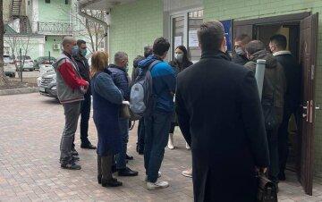 """В Киеве врачей оставили без спецпропусков, """"желающих"""" оказалось слишком много"""