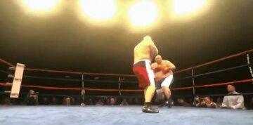 """Самого толстого боксера нокаутували у другому раунді, відео: його формі міг би """"позаздрити"""" Руїс"""