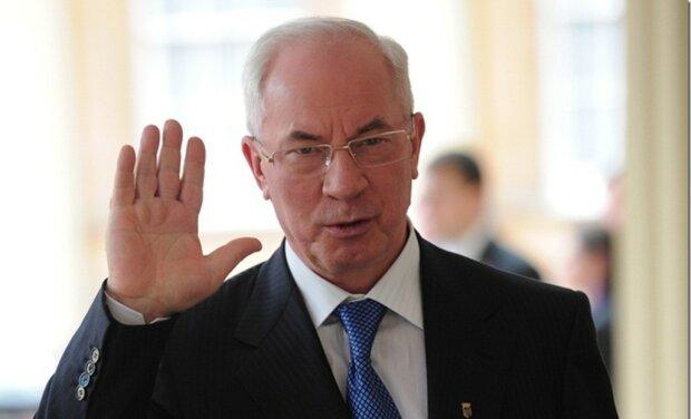 З'явилася раптова реакція Азарова на «чорний список» Захарченка