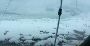 На украинскую землю в середине октября обрушился снег: кадры непогоды