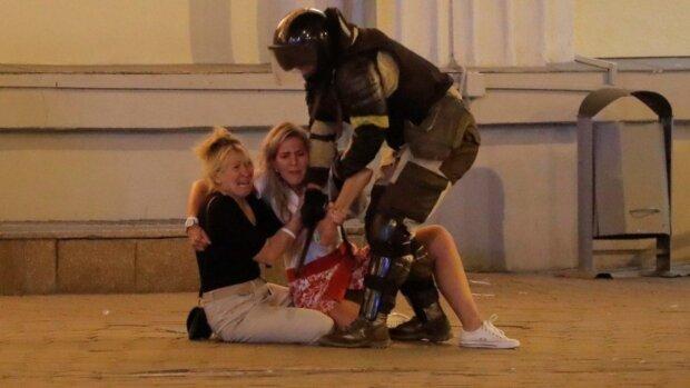 """Полицейские в Беларуси перешли черту, в тюрьмах творится беспредел: """"ставят на четвереньки и..."""""""