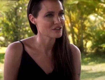 """Соблазнительная Джоли специально надела прозрачную футболку, которая не скрыла ничего: """"Ангел"""""""