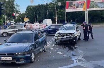Нацгвардійці потрапили в аварію на службовому авто в Одесі: відео ДТП