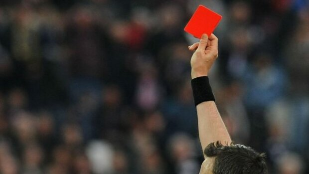 красноя карточка, футбол, судья