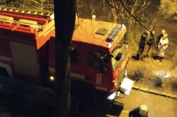 """Потужна пожежа в багатоповерхівці налякала харків'ян, кадри з місця НП: """"почули вибух"""""""
