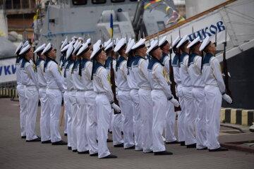 Бойові кораблі, парашутисти та маневри: яскраві кадри 25-річчя ВМС України (фото)