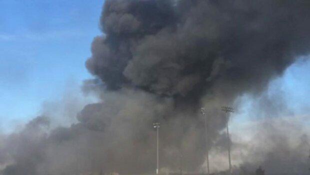 Роздаються потужні вибухи на Вінниччині: місцеві жителі підозрюють, горять артилерійські склади, фото