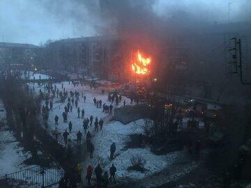 Взрыв прогремел в жилом доме в РФ, квартиры с людьми в огне: жуткие кадры и подробности