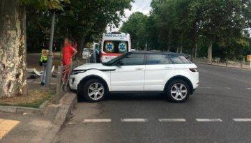 """В Одесі маму з дитиною забрала швидка після ДТП, кадри: """"Не переконалася в безпеці"""""""