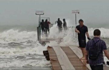 Шторм несеться в Одесу, синоптики попередили про небезпеку: коли чекати непогоди