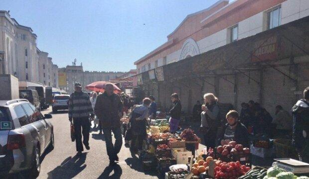 Первые рынки открылись в Одессе: в каких условиях работают продавцы, фото