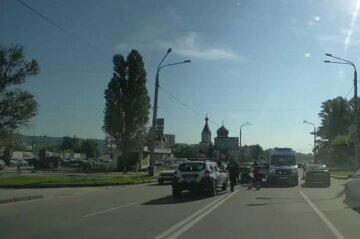 У Харкові на повному ходу авто збило пішохода: перші деталі і кадри з місця
