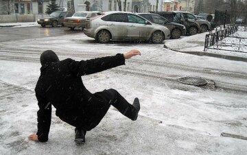 Гололед парализовал движение транспорта в Украине, на дорогах сплошной каток: фото коллапса