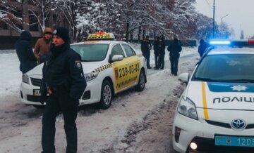 """Киевлянин сделал поддельные права, чтобы таксовать: """"Купил удостоверение в сети и употреблял..."""""""
