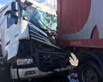 Масштабна аварія з фурами в Одесі: перші кадри жахливої ДТП