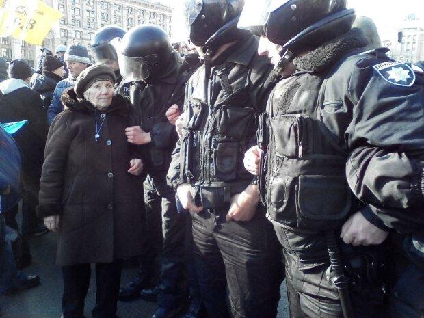 Полиция штурмовала офис ОУН (видео)