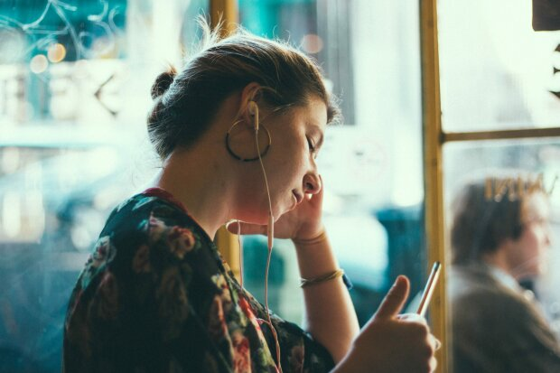 смартфон женщина мобилка телефон