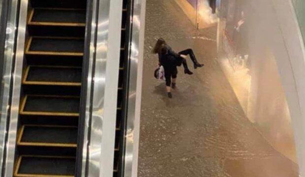 """Потоп у ТРЦ Ocean Plaza: охоронець розповів про пекельні муки потерпілих, """"від болю вона почала..."""""""