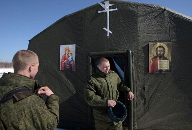 """Российских военных поселили в надувные храмы, фото: """"Иконы на банерах"""""""