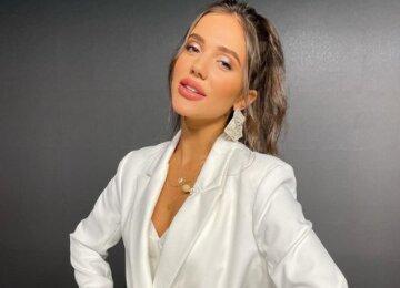 """Победительница """"Холостяка"""" Ульянова приковала взгляды эффектной позой, сняв лишнюю одежду: """"Нереальная"""""""