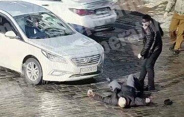 В центре Киева мужчина одним ударом отправил прохожего на тот свет: момент трагедии попал на видео