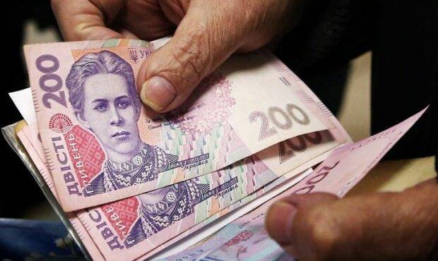 В Раде назначили спецпенсии украинцам: кому достанутся выплаты