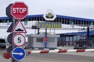 Иностранец с запрещенным оружием устроил переполох на украинской границе: кадры происходящего