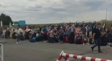 Очередь на Гоптовке: люди часами стояли на жаре без масок и дистанции, фото