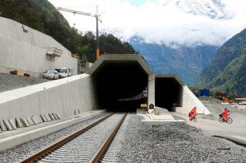 Кровавая стройка: в Швейцарии открывают самый глубокий тоннель
