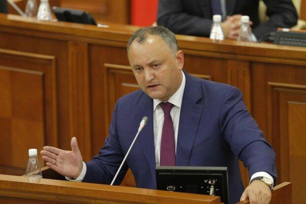 Додон придумал самое жесткое наказание военным из-за Украины
