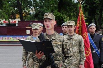 Выпускников украинских школ начали массово забирать в армию вместо вузов: что известно