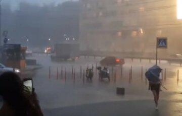 Сразу два циклона несут в Украину грозы с бурями: когда ждать стихии
