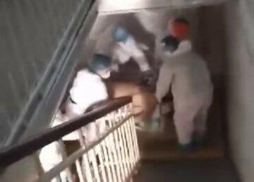 """""""Удобства"""" украинской больницы показали на видео, изнеможенные врачи падают с ног: """"Я не могу!"""""""