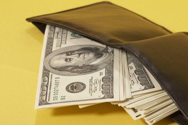 Старались изо всех сил: курс доллара подняли спекулянты, будет еще хуже