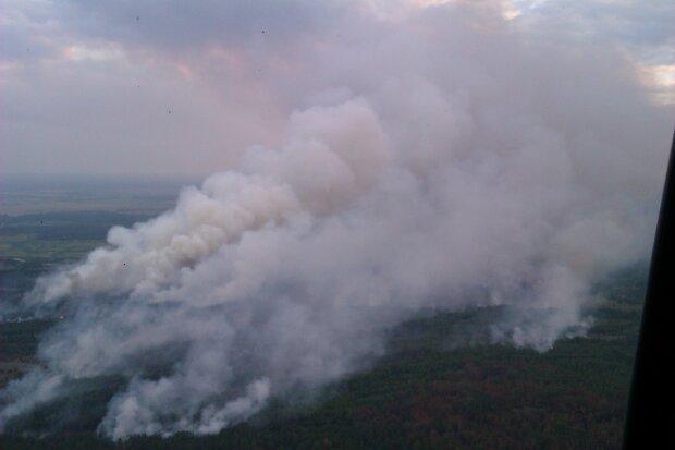 Беспилотник заснял лесной пожар под Чернобылем— Огнеопасный уровень радиации