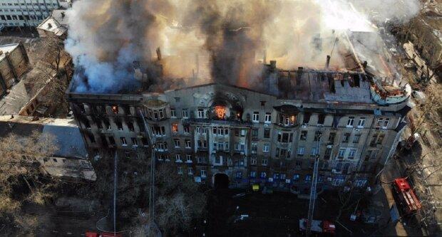 """""""Кричали, но нас не слышали"""": чудом выжившая студентка на видео рассказала о пожаре в Одессе"""
