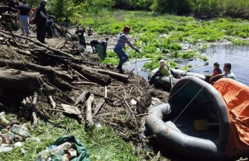 """""""На пластику вже почали рости кущі"""": забита тривога через ситуацію з річкою Уди"""