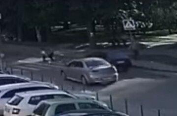 Дітей розкидало в різні боки: момент страшної аварії у Львові потрапив на відео