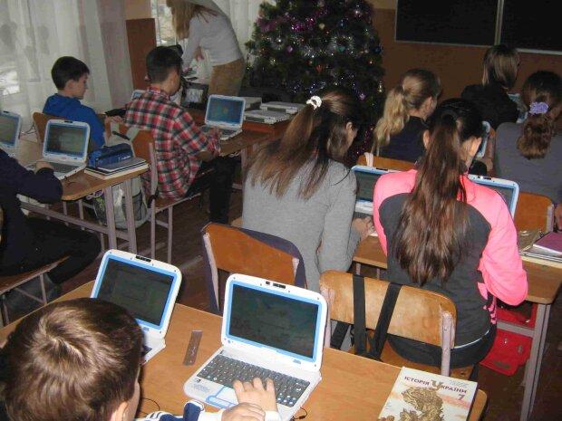 """Скандал в українській школі: вчителька обібрала першокласників, """"Потрібно було..."""""""