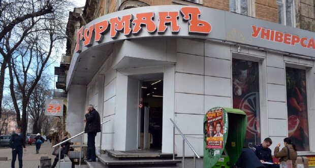 """""""Вали додому і там говори українською"""": продавщиця накинулася на покупця в Одесі, відео"""