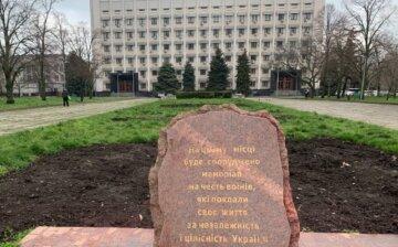 В Одессе вандалы осквернили памятник героев АТО: кадры происходящего